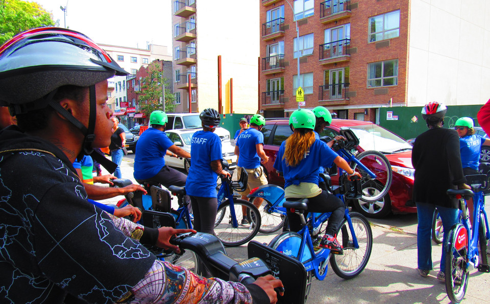 A Citi Bike group ride in BedStuy.