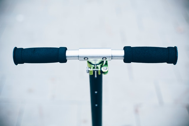 close-up-handlebar-scooter-1731751