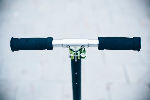 close-up-handlebar-scooter-1731751